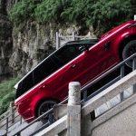 """VIDEO: Hybridní Range Rover Sport jako první zdolal schody do """"nebe"""""""